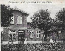 Postkarte_von_1907-Kaufhaus_und_Baeckerei_H-Voss